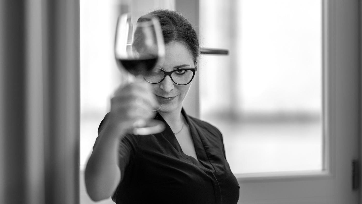 ritratto donna e vino